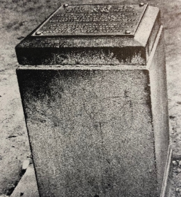 Beacon that once marked the south-western part of Randjeslaagte on the corner of Commissioner & Diagonal Streets