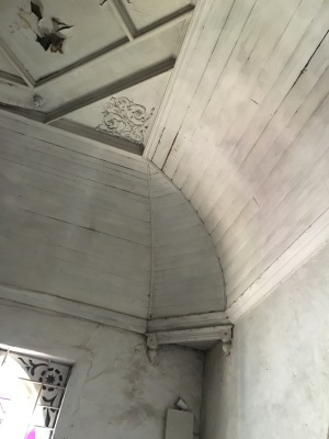 Ceiling detail in dining room