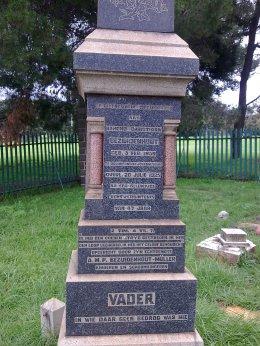 BC Bezhuidenhout grave stone