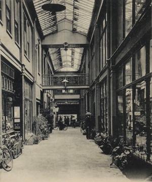 Henwoods arcade interior 1907