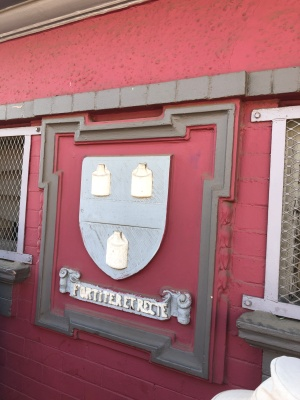 Fordsburg toilets Johannesburg coat of arms